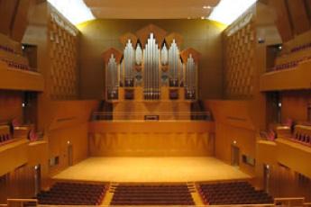 コンサートホールの更の状態