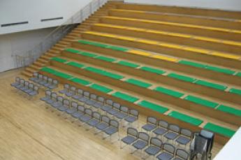 段床(だんしょう)客席